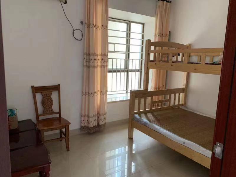 下角丽水湾 三房两厅 家私家电齐全 2200元拎包入住