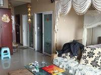 精装主卧与客厅成开放空间,适合高阶夫妻或情侣