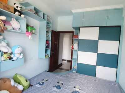 东江学府二期三房出售,电梯中高楼层,南北通透,精美装修,证满五年超低价155万!