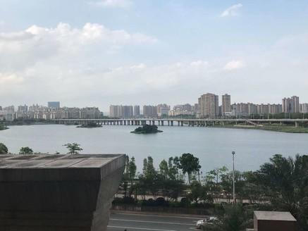 金山湖豪宅典范,方直珑湖湾,看江景豪华毛坯四房,才出售286万