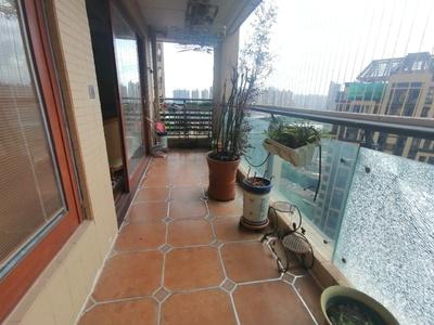 珑湖湾稀缺高层三房出售 全屋木地板 用料上乘 拎包入住 品质生活 实图拍摄