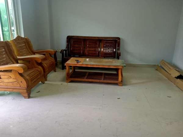 江北义乌后面,现代华庭,2000元/月租大三房,重新装修,家电齐全,拎包入住。