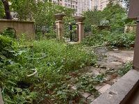 一楼真复试 带私家大花园 使用率高达200多平方 看房有钥匙