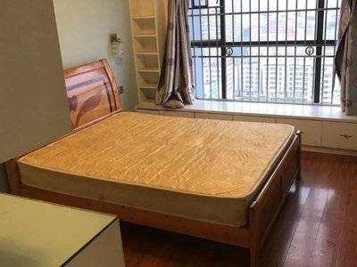新天虹商圈,出租美地花园城,2室2000元,拎包入住。